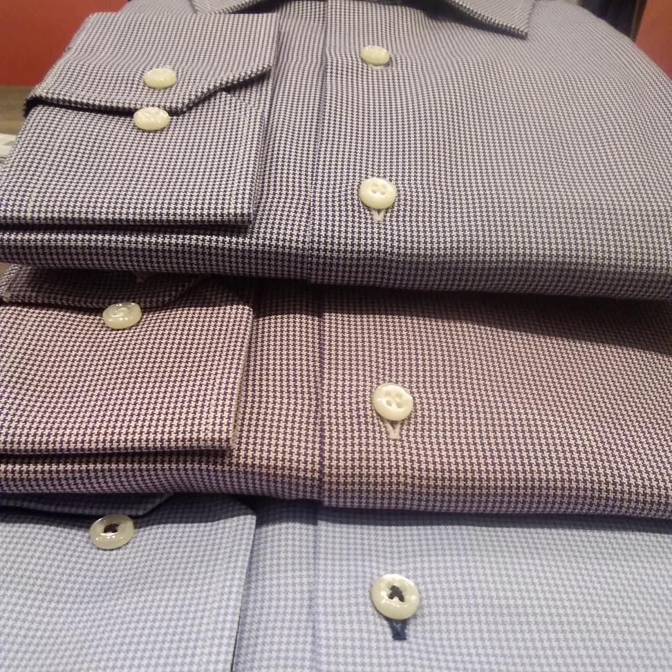 Come Piegare Una Camicia Stirata.Come Piegare Una Camicia O Appenderla